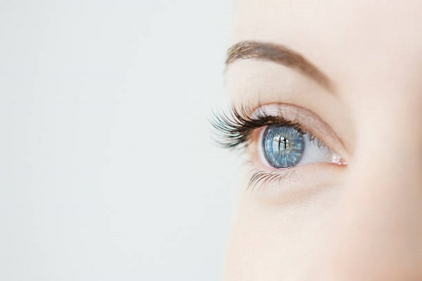 enhances eyelashes