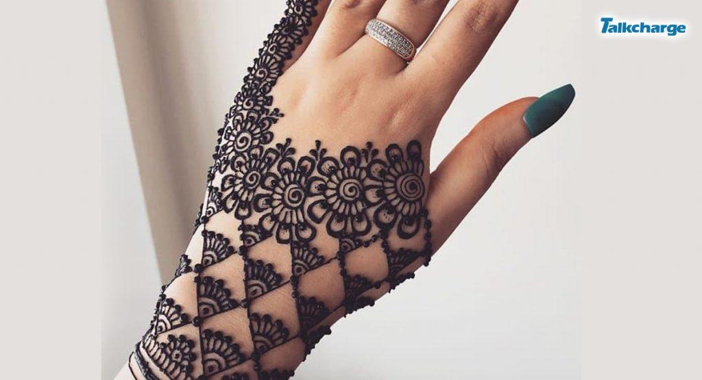 Arabic Mehendi on Little Finger