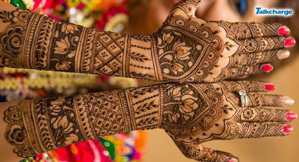 Combination of Floral and Lines: easy mehndi design